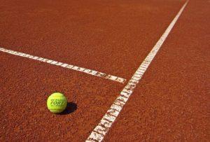 Antuka a tenisová loptička