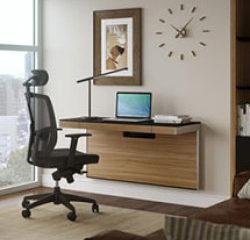 Jednoduchý nábytok do kancelárie