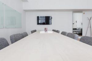Nábytok do kancelárie pre viac ľudí